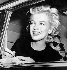 What Did Marilyn Monroe Wear When Traveling With Her Boss?